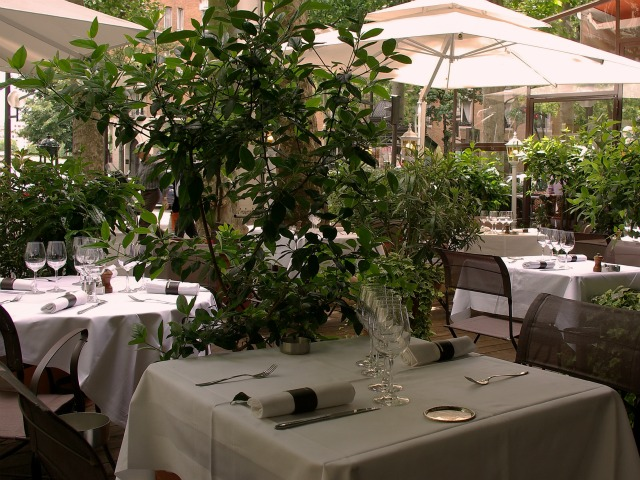 Guides restaurants terrasse avec vue imprenable sur paris for Restaurant ile de france avec jardin