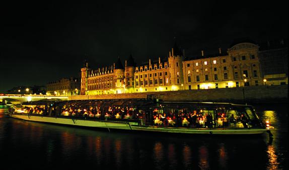 restaurant-bateaux-parisiens-0