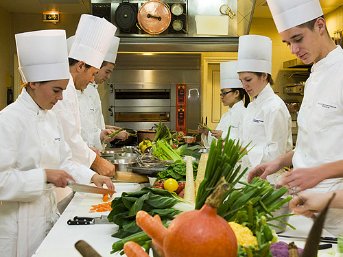 Cours de cuisine groupes paris id e originale for Restaurant cuisine francaise paris