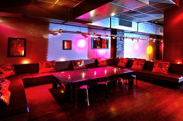Le salon du louvre restaurant tendance paris - Bar de salon moderne ...