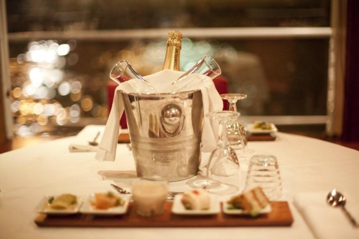 Champagne chez le Capitaine Fracasse
