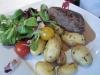 Pièce de boeuf, pommes de terre ratte et sauce foie gras