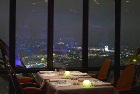 restaurant-le-jules-verne-1