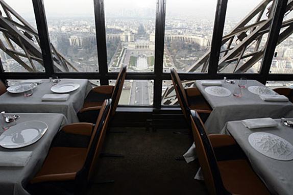 restaurant-le-jules-verne-2