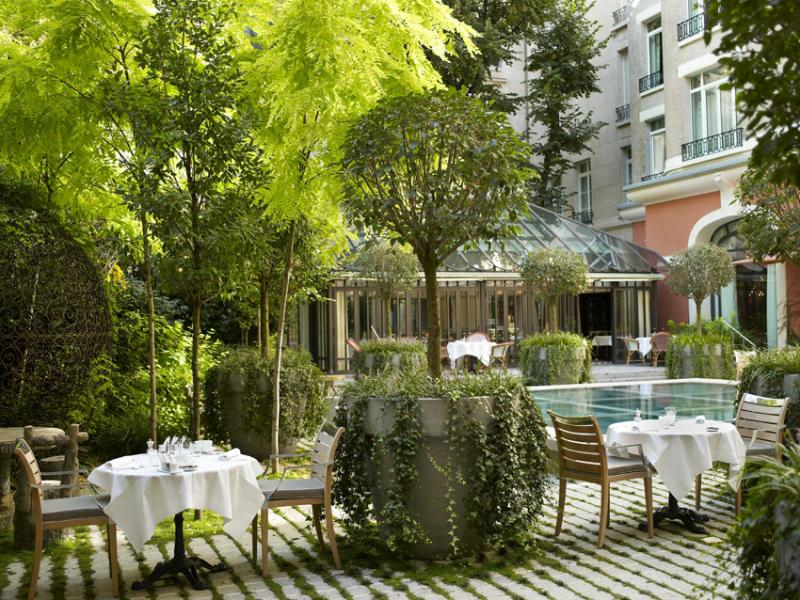 Les terrasses des h tels paris terrasse du royal monceau for Restaurant paris terrasse jardin